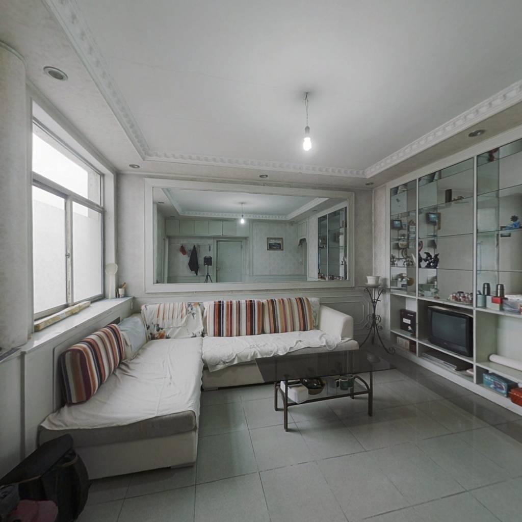 此房满五年,公摊小,高层采光好,视野宽阔交通便利,