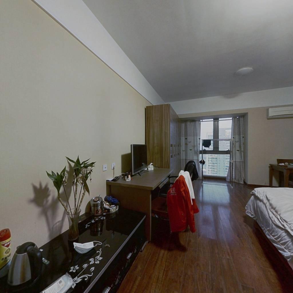 万达公寓精装一房, 楼层好 , 交通便利,生活便利