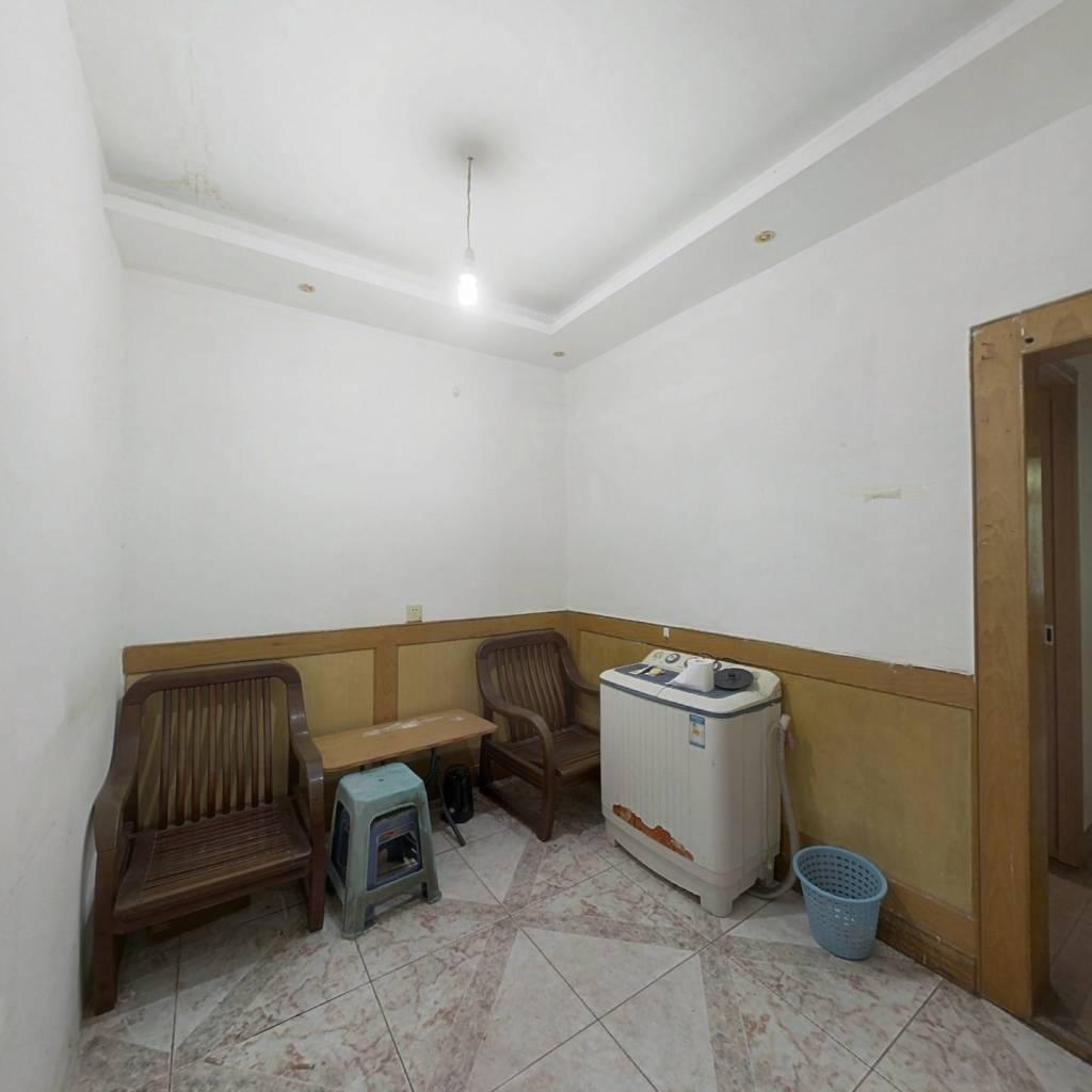大坪医院旁的小三房、出行方便、可拧包入住!