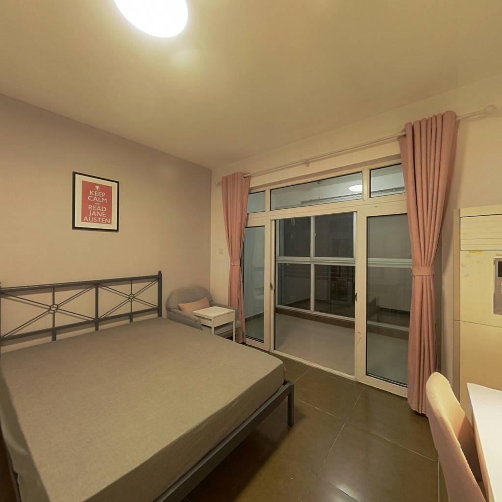 合租·花样年花郡 3室1厅 东北卧室图