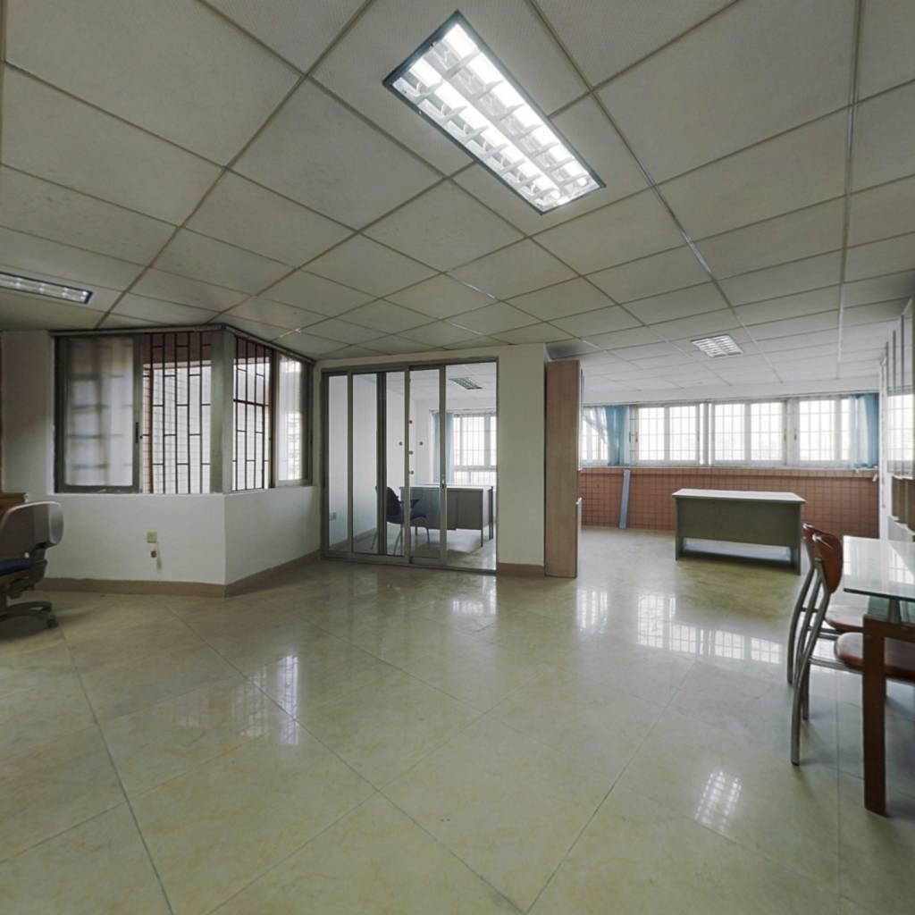 隆城大厦小区 中层 大两房一厅 业主诚意出售