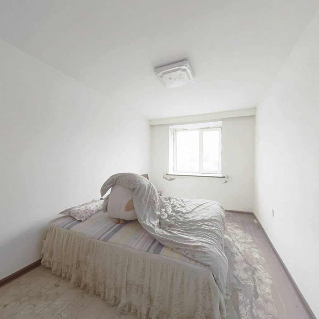 南北两室,交通便利,事宜居住,采光好,6楼出售