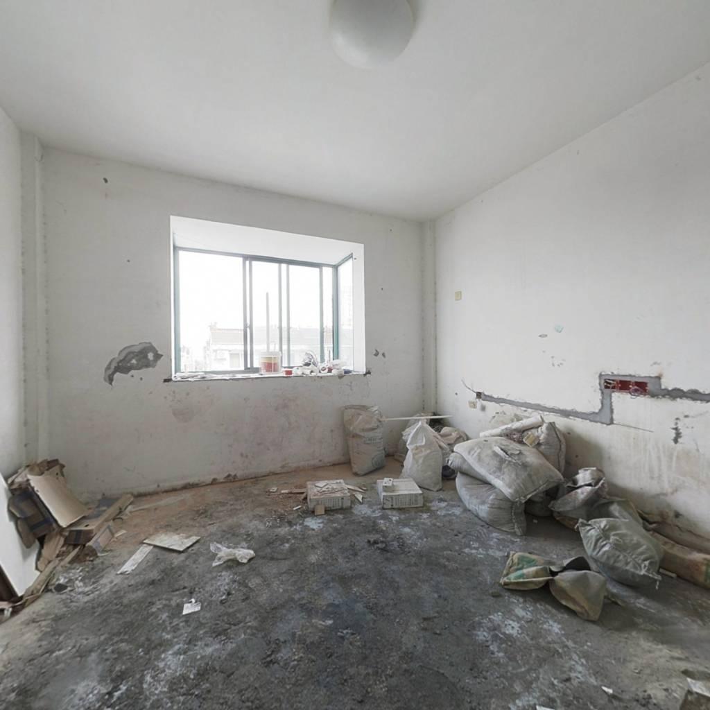 城北开心公寓精装单身公寓简装满两年 看房方便有钥匙