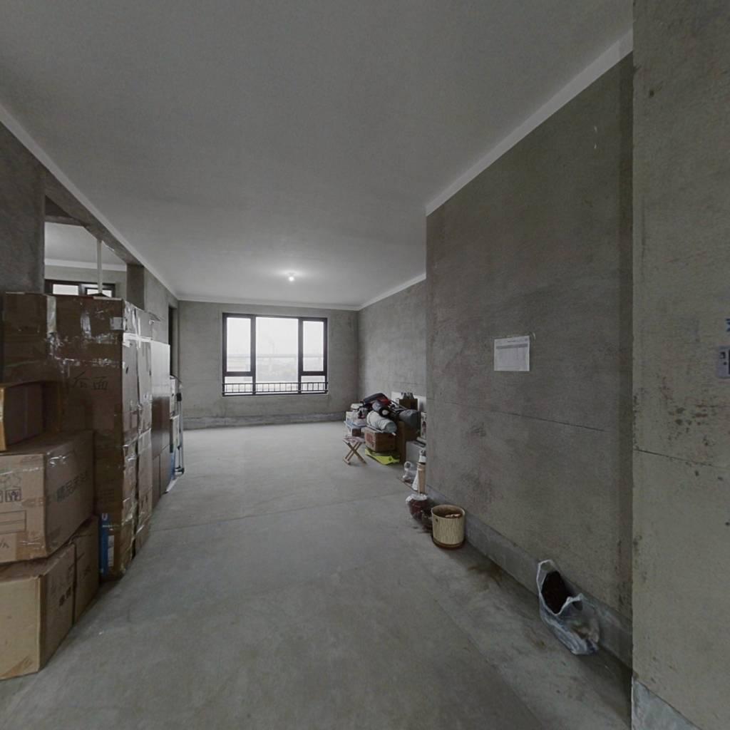 此房为中海铂悦府洋房顶复,居住舒适
