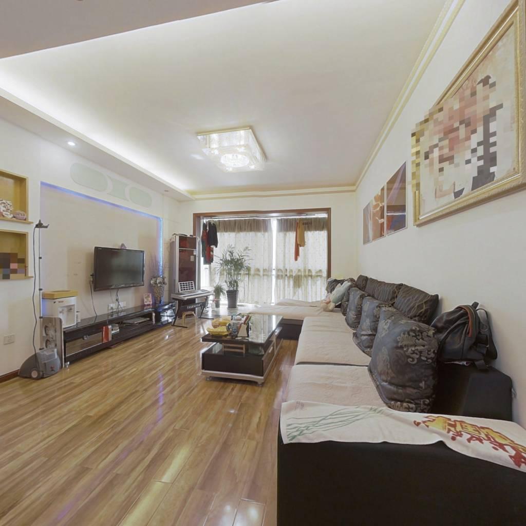 此房满2年,出行方便,户型方正,居住方便舒适