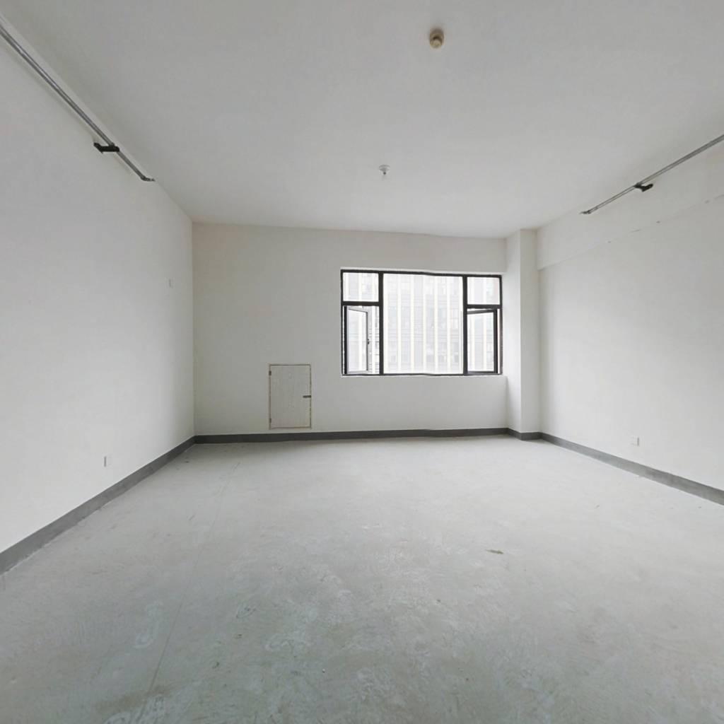 此房产权为非住宅,楼层好,户型方正