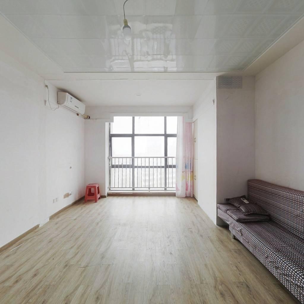 精装公寓,看房方便。中间楼层 朝北户型
