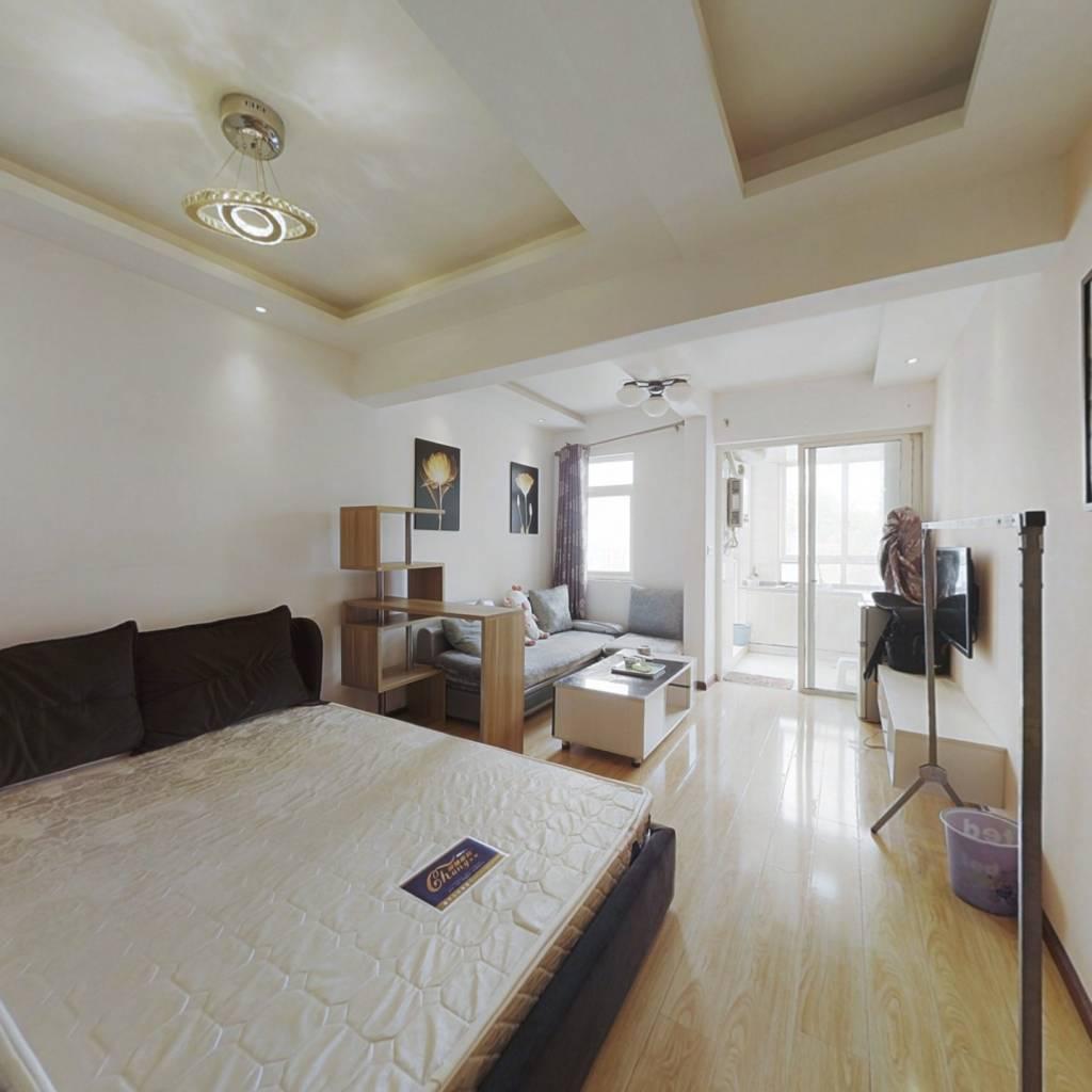 小户型一室一厅精装房,小区环境优美