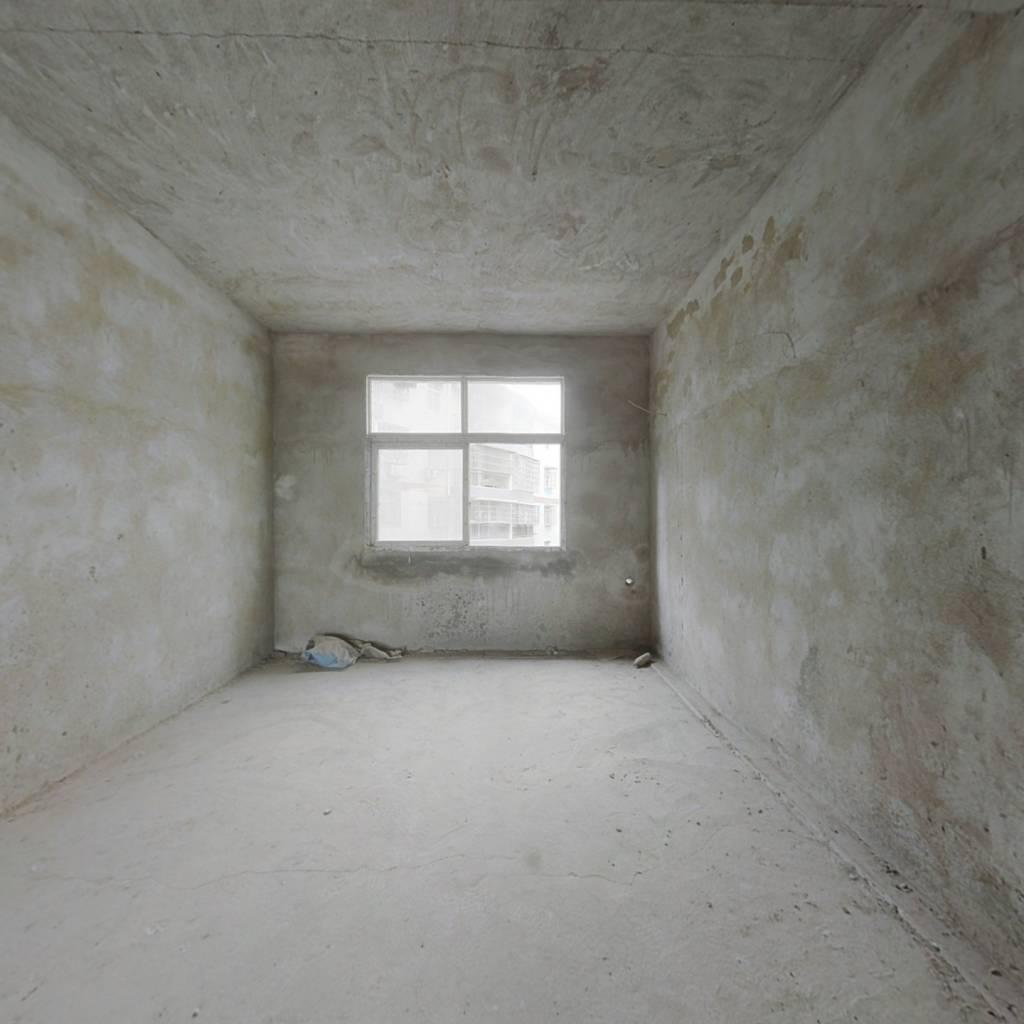 此房是毛坯房,楼层好,视野开阔,采光充足