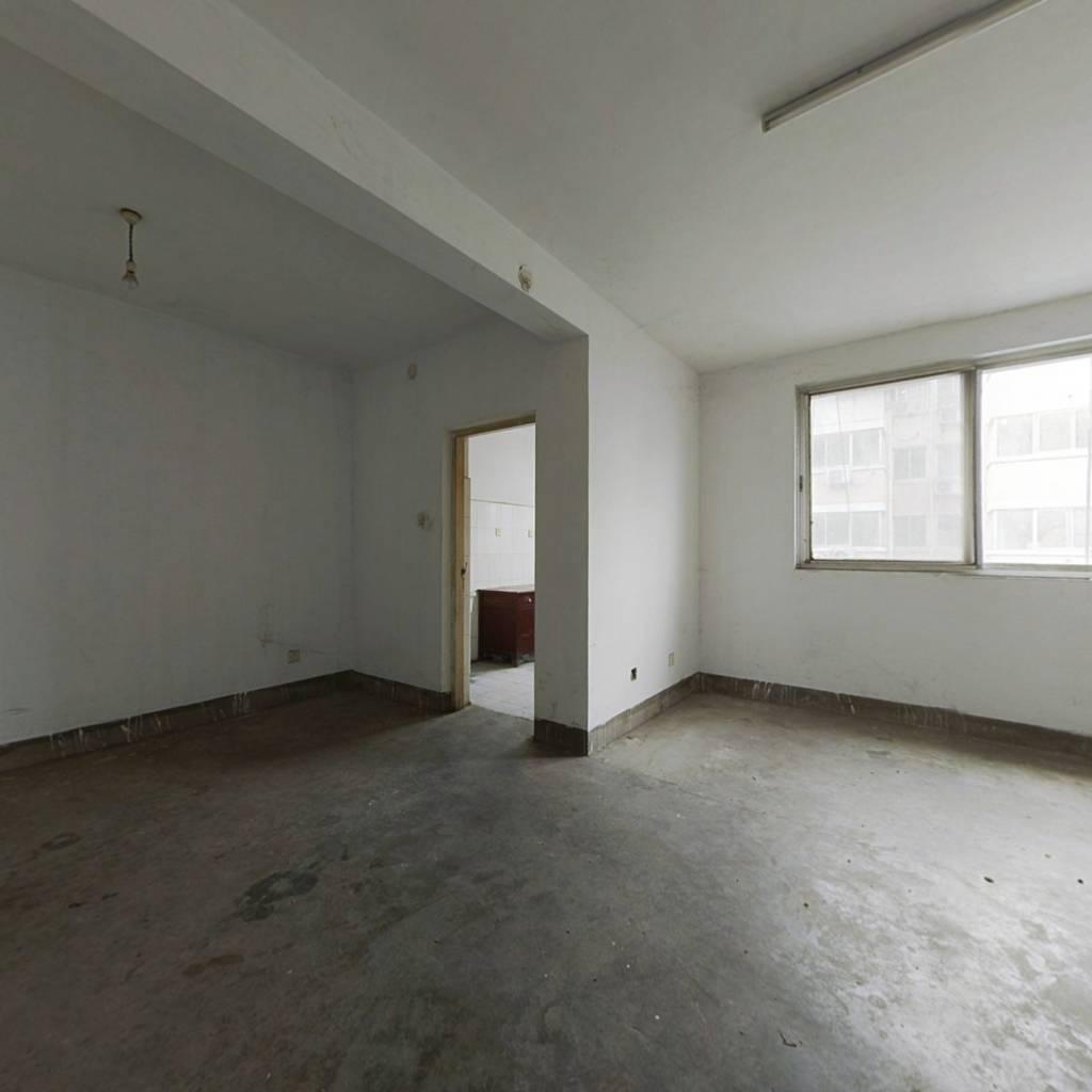 新街好房出售,07年小区,保温层新做,新刷漆,中间楼