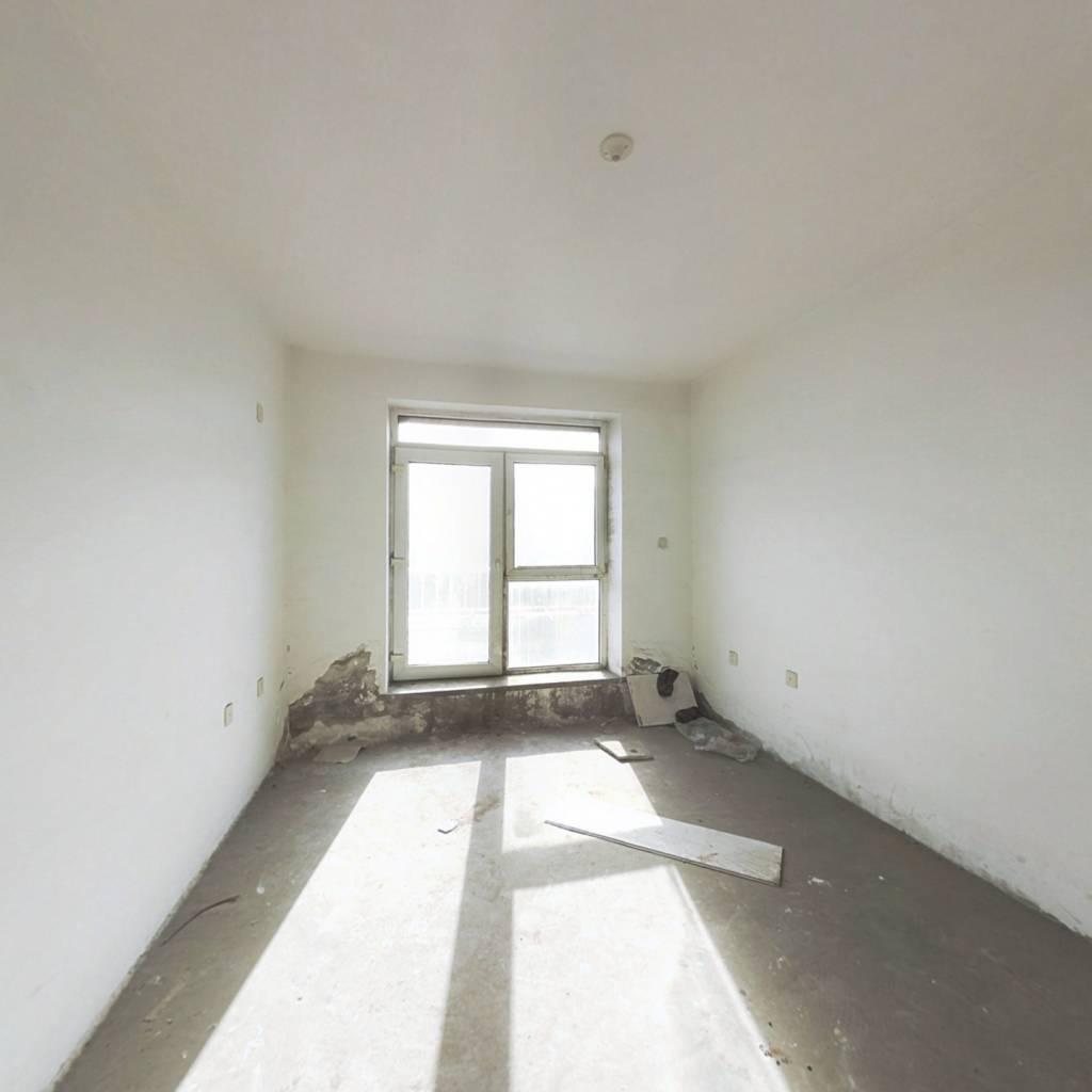 6楼带阁楼四室一厅一厨两卫45万包大税
