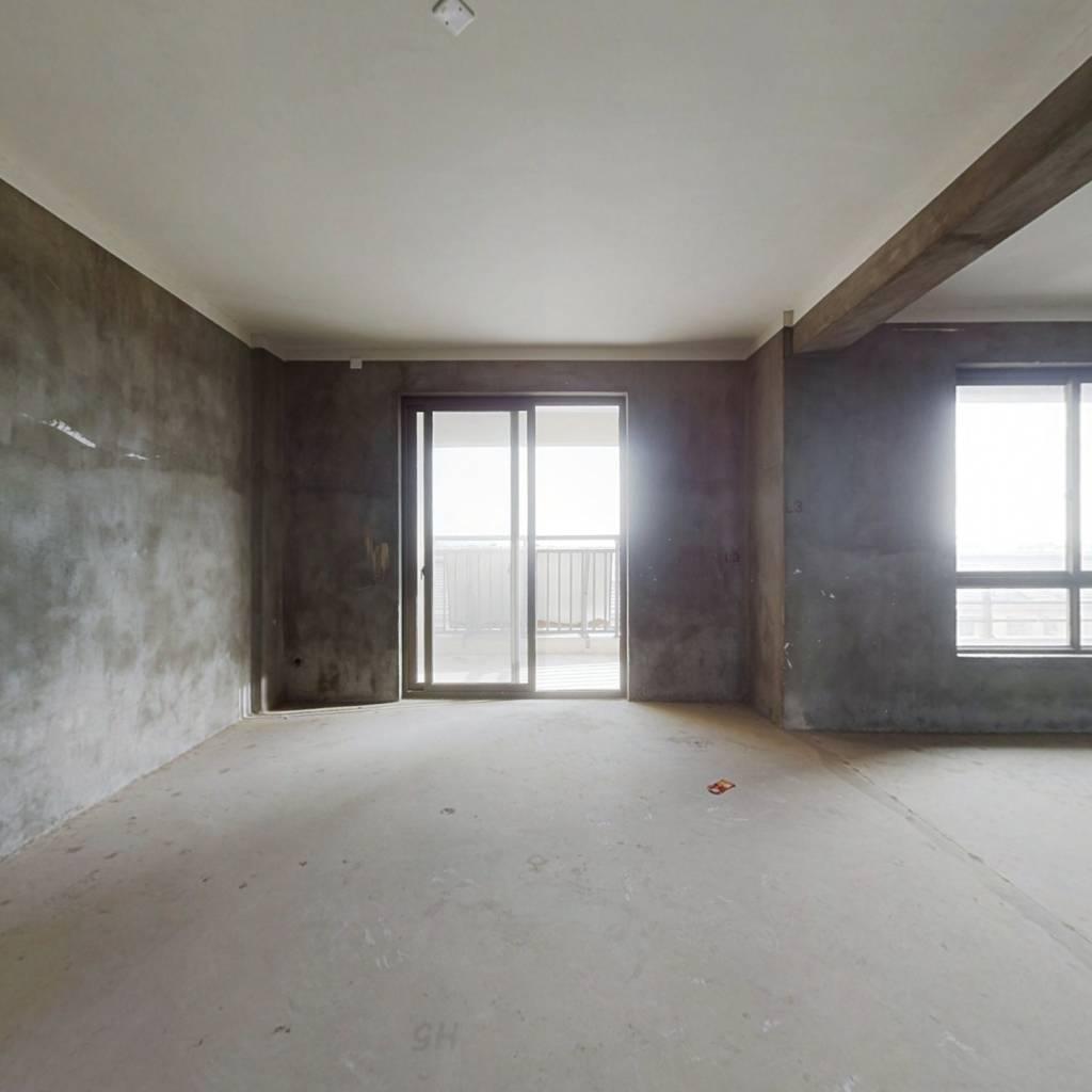 此房满两年,小区中庭,通风好,进出方便,户型正。