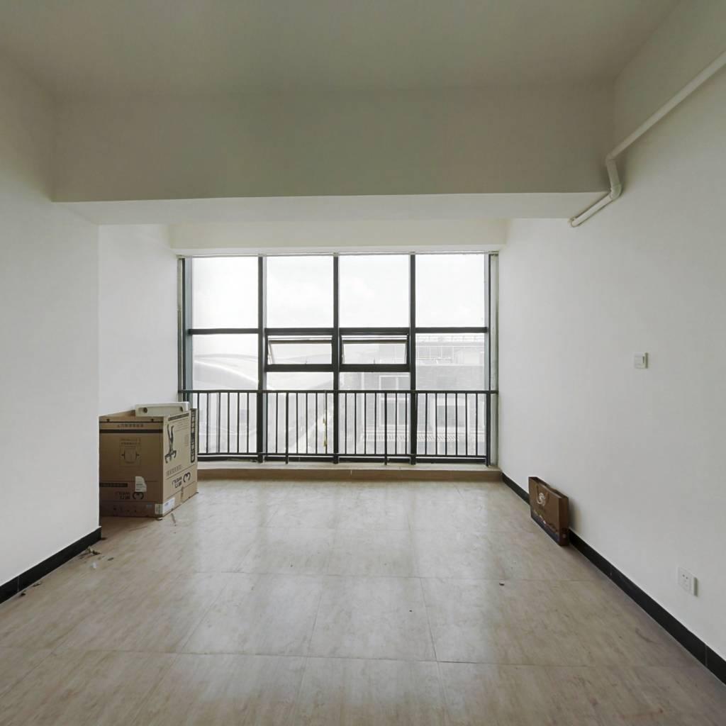 此房为公寓40㎡,一厅一卫,上班族多。