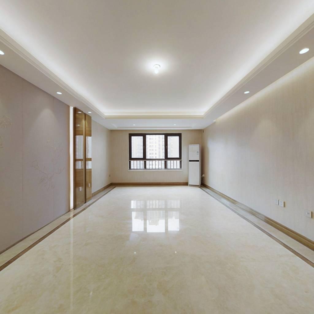 次新房,南北通透三居室,房本在手,无抵押,有车位