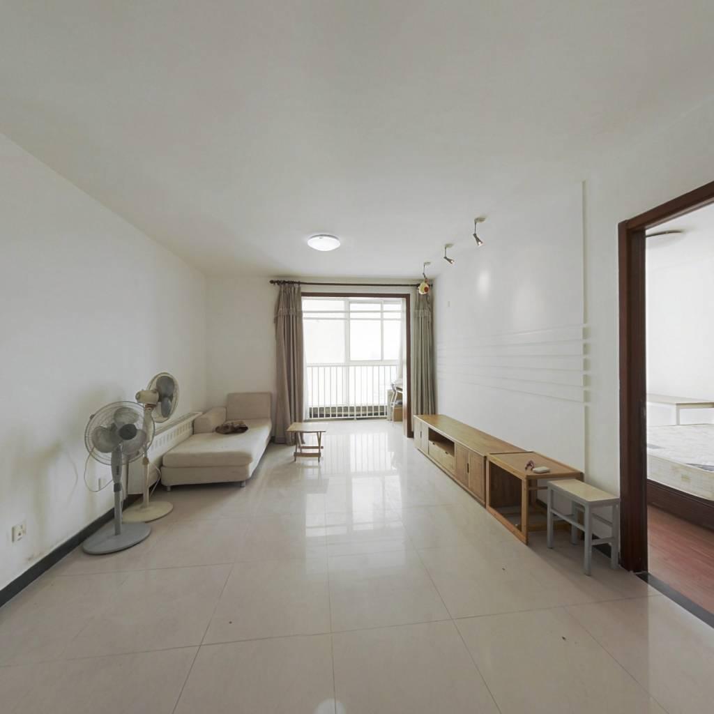 东领鉴筑高楼层三居室,视野好,采光好,带电梯。