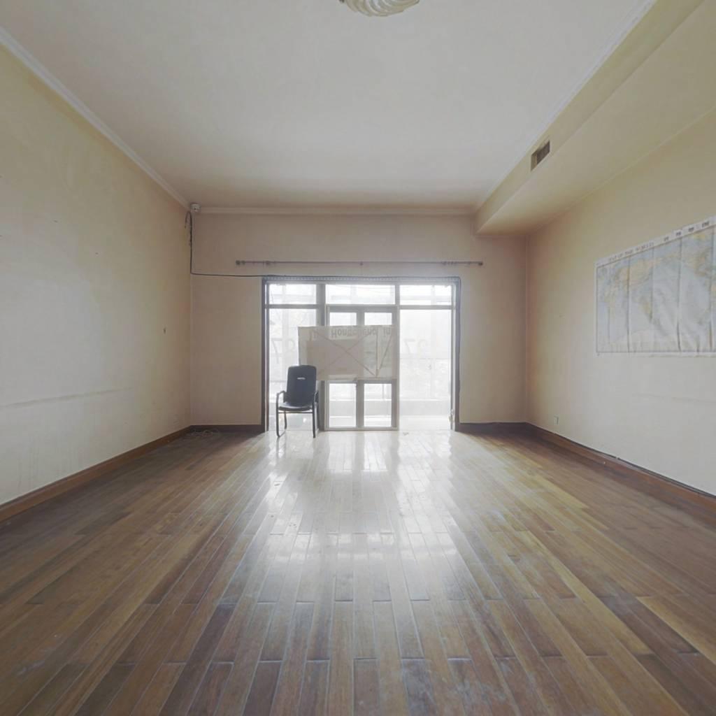 1楼带院 纯地上复式房 4个南向卧室 错层结构