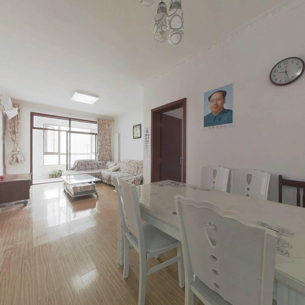 户型方正,两卧客厅全部朝南,装修简单大方