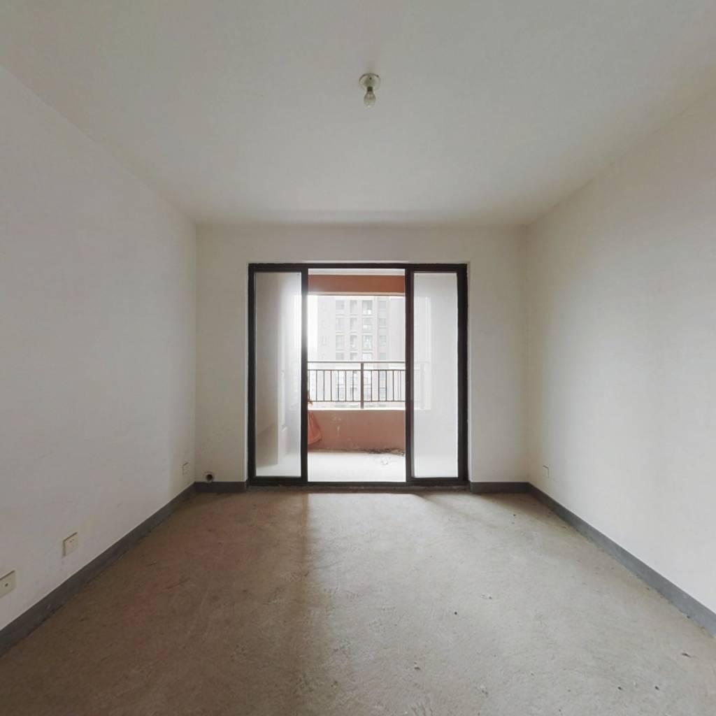 此房满五唯一,户型比较周正,中楼层