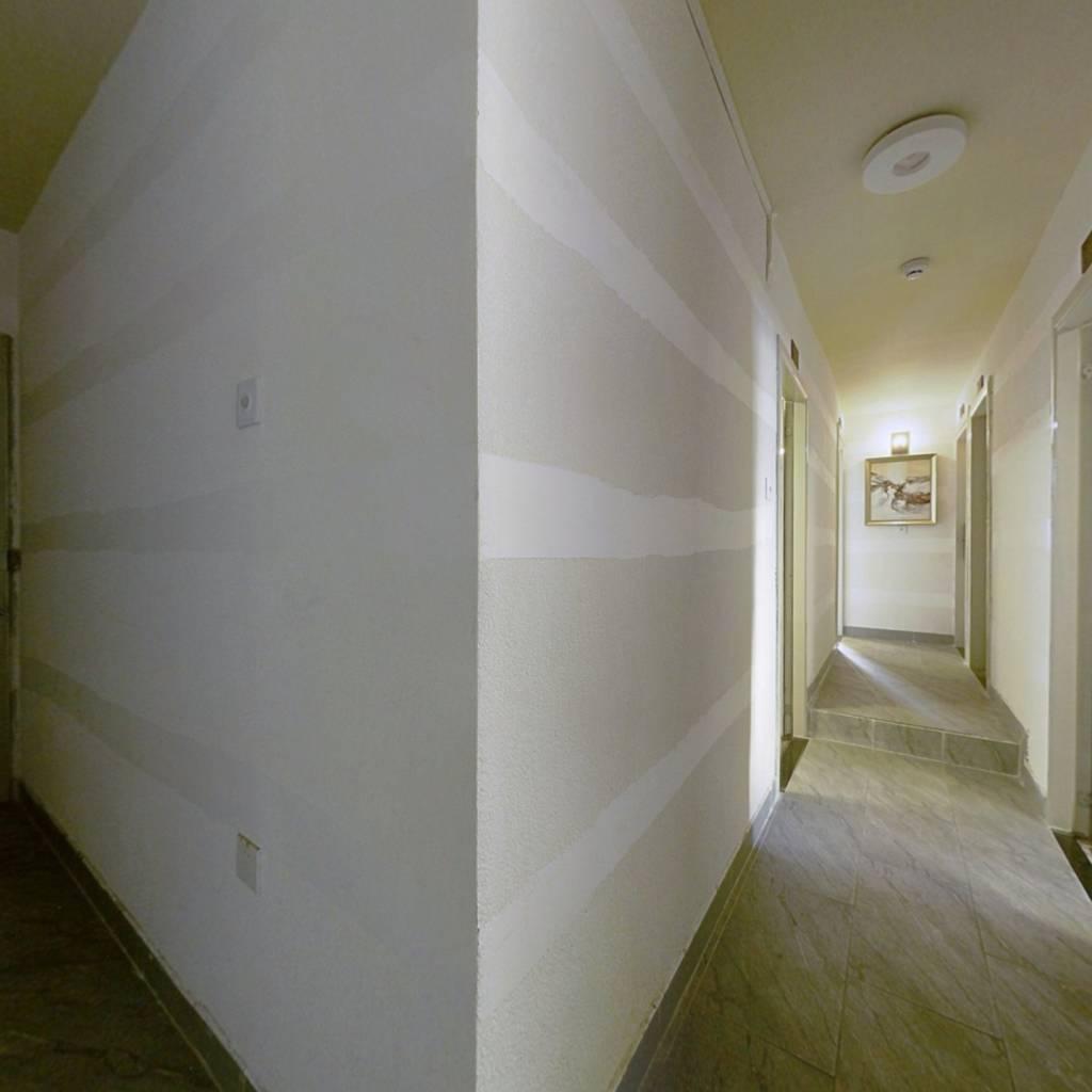会展旁边、居家大3房、看房方便