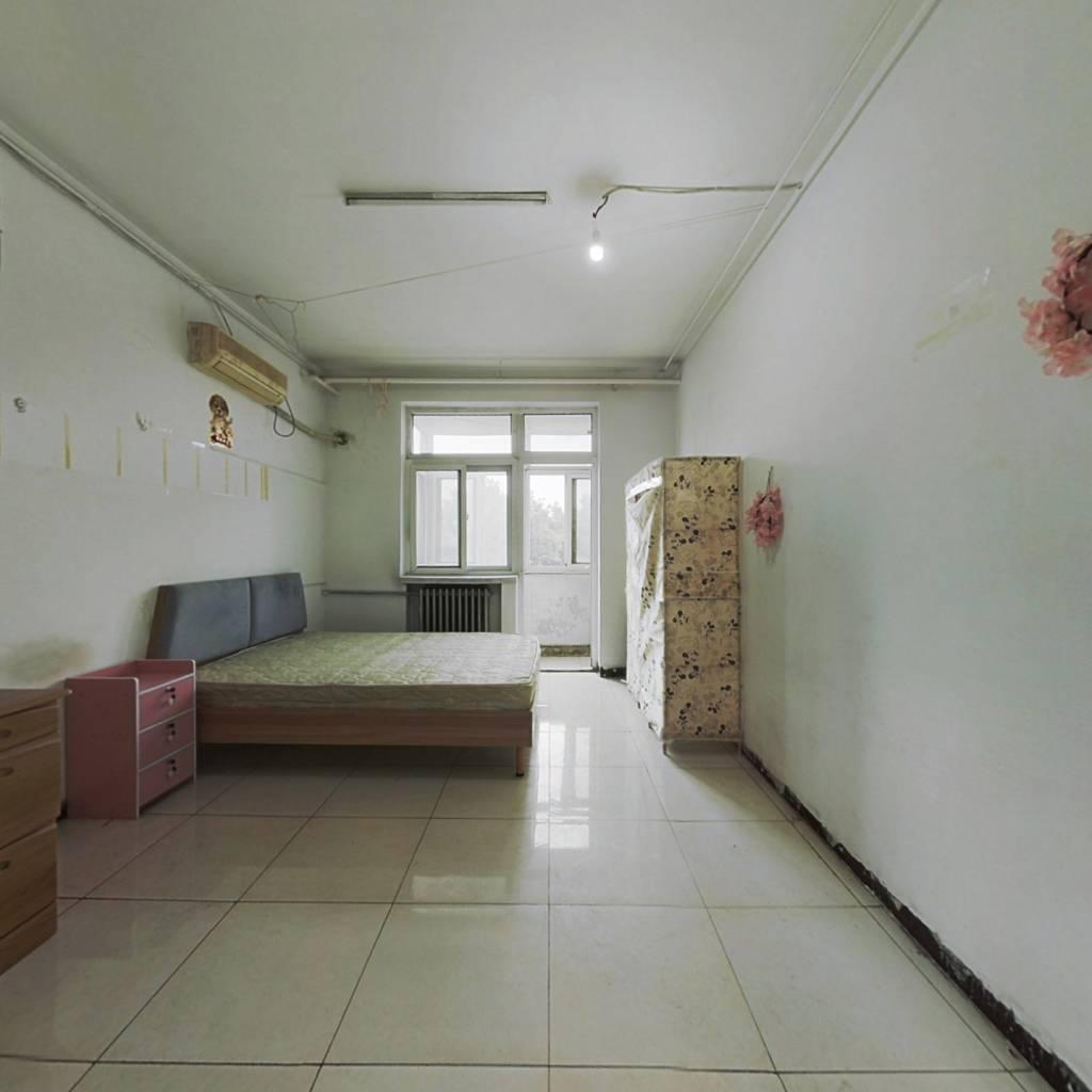 三里河三区 两居室 看房方便 有钥匙