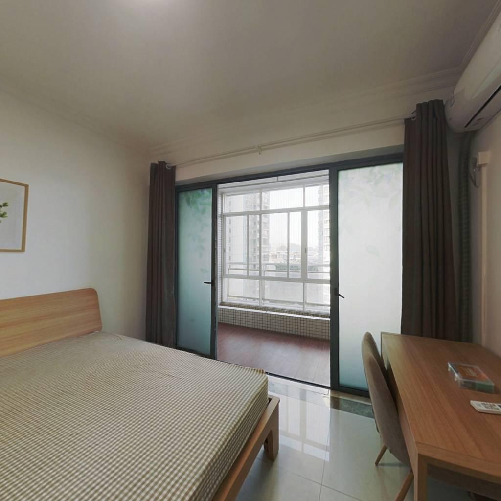 合租·云裳丽影 3室1厅 东北卧室图