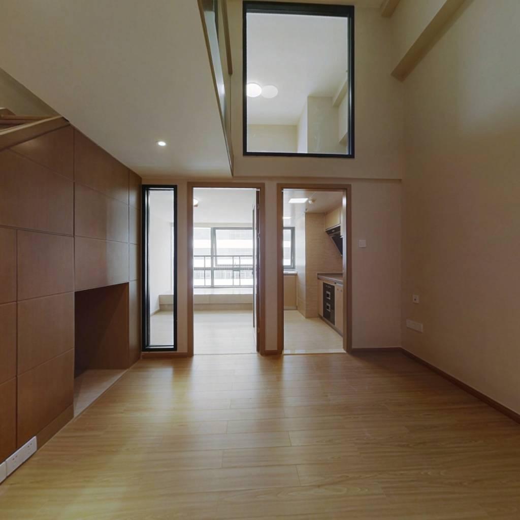 海伦国际布拉格公寓 4室2厅 南