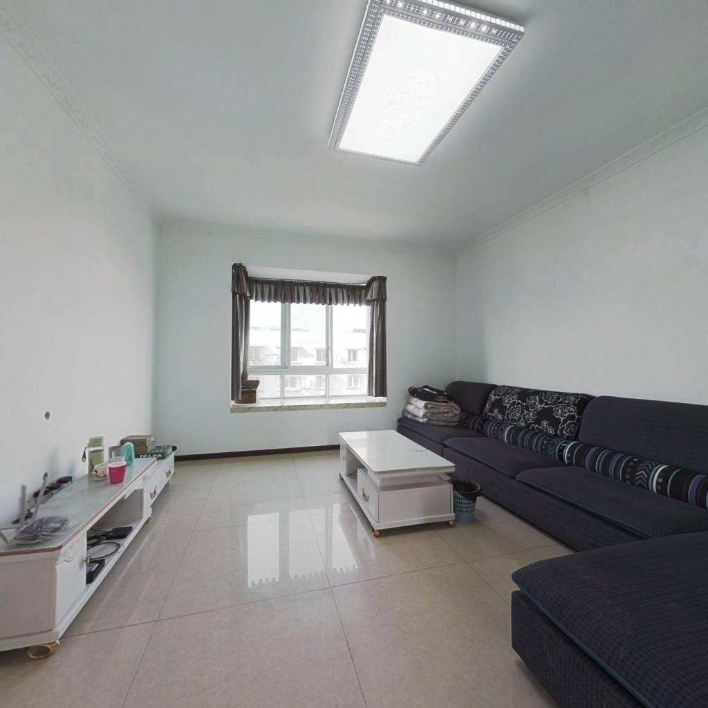 三室两厅 交通便利 小区环境干净舒适 适合居住