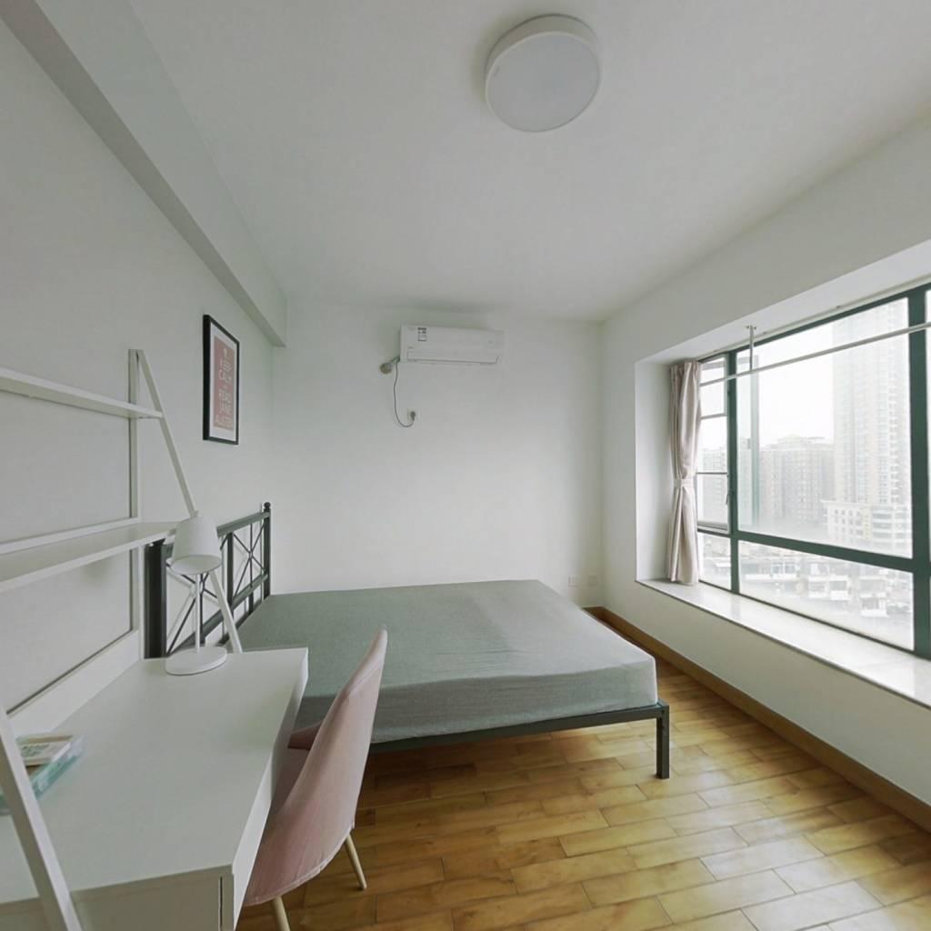 合租·信和广场 3室1厅 东卧室图