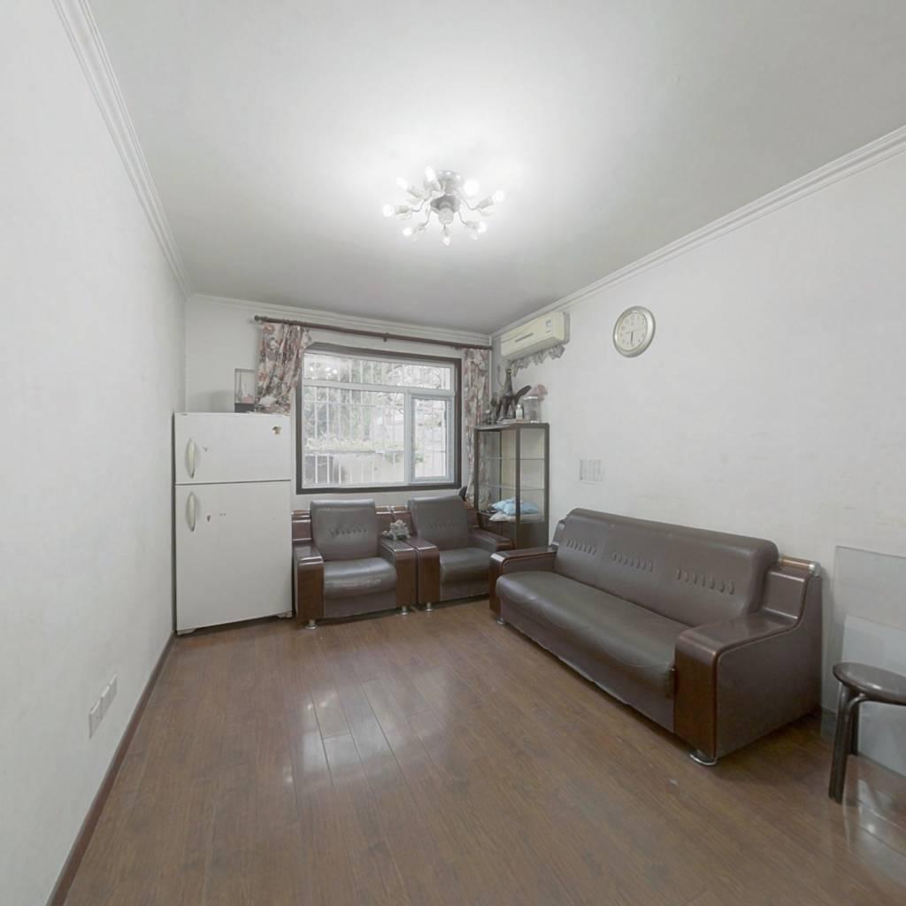 东二环  灵通观,一层半三居室,满五年*,出行便利
