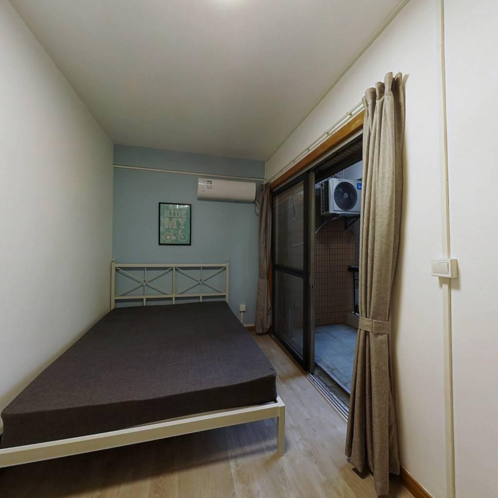合租·云景花园云桂苑 4室1厅 北卧室图