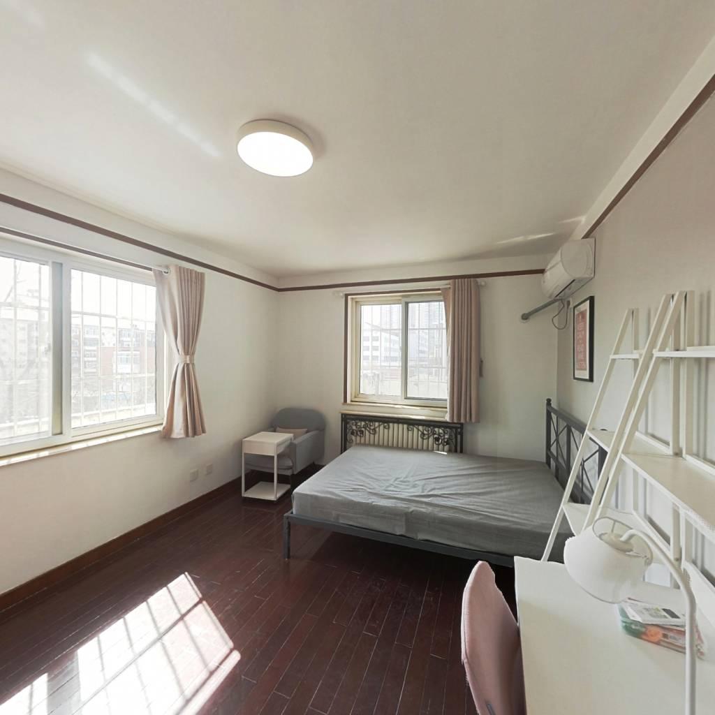 合租·新都花园 3室1厅 南卧室图