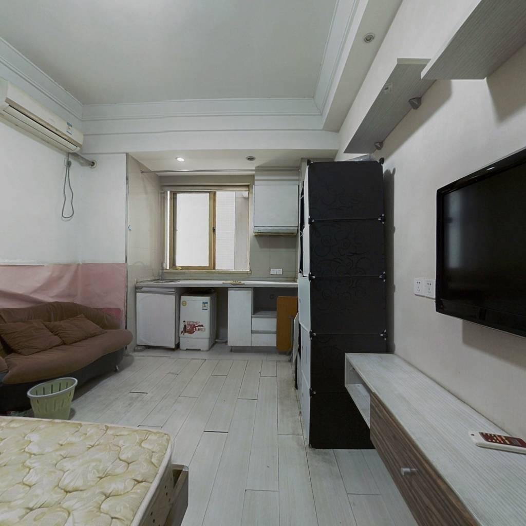 房子业主诚心出售,朝南的户型,家电家具全齐,