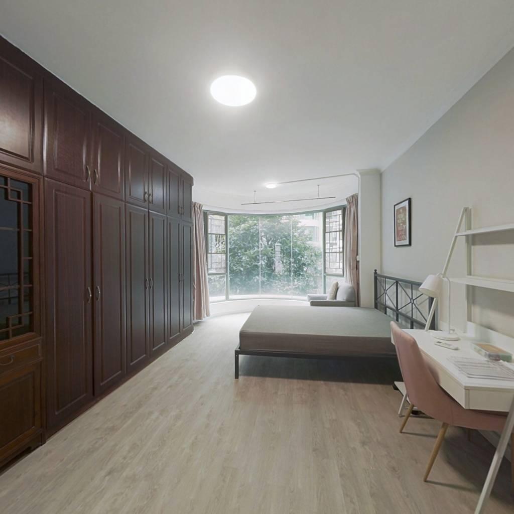 合租·骏景花园 5室1厅 南卧室图