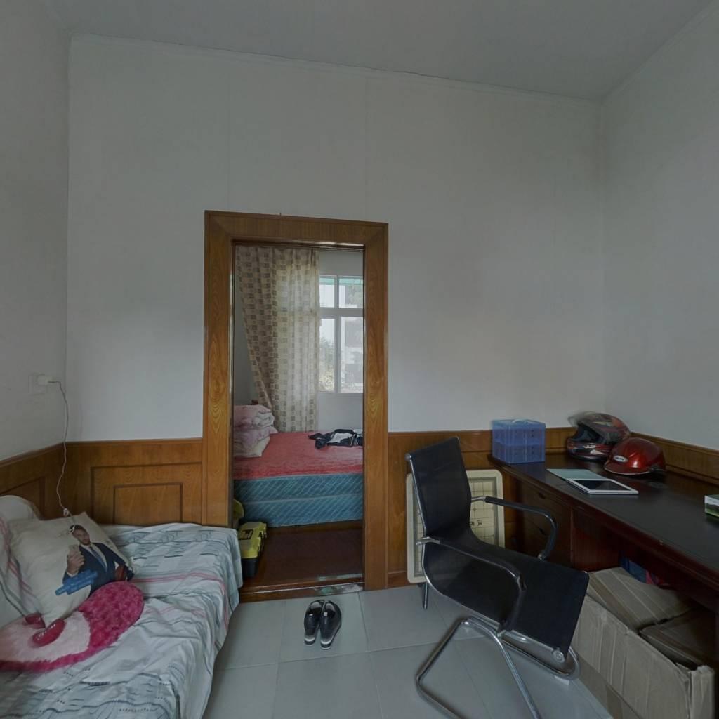 於潜镇老县府大院内两居室房屋低价出售