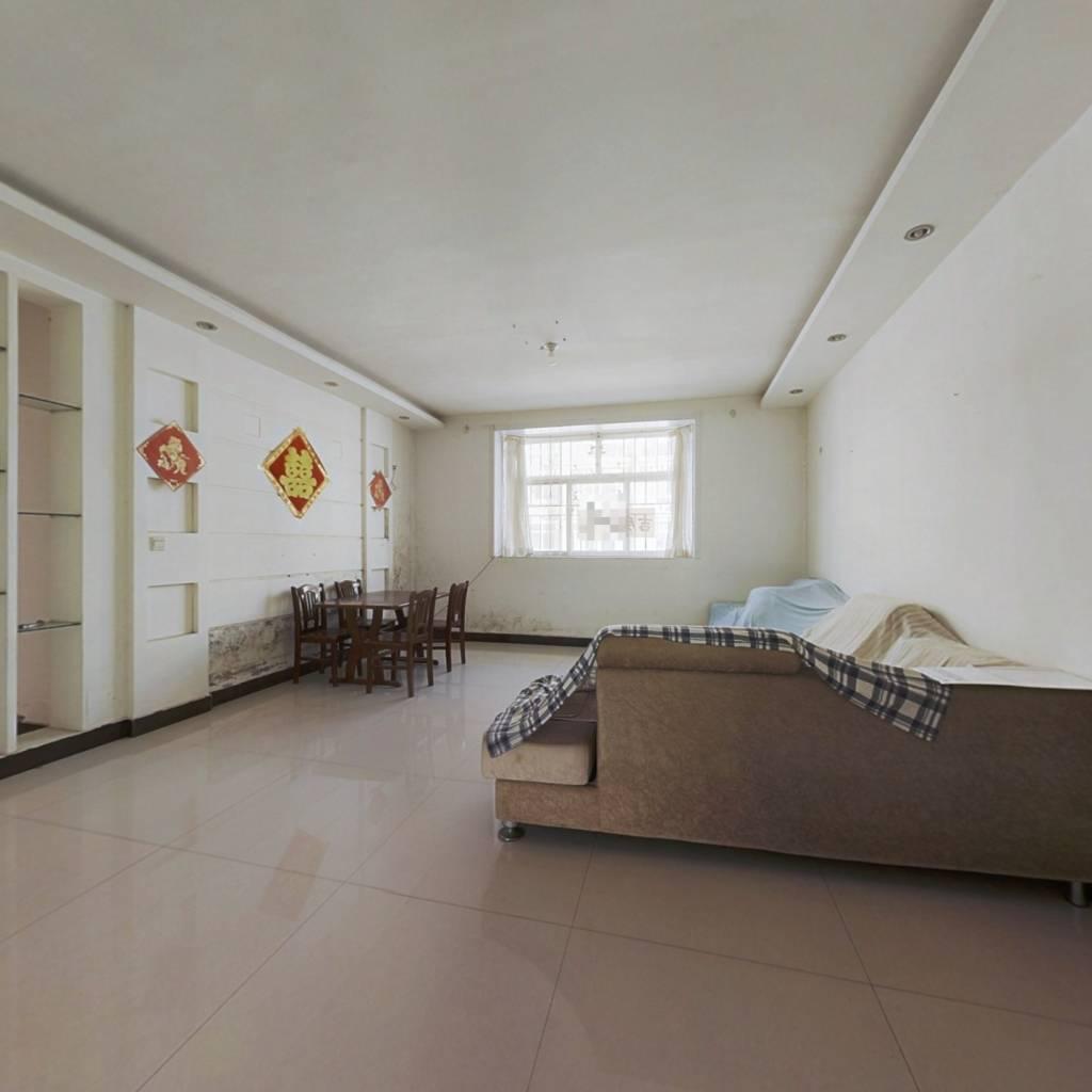 此房为别墅上下层 带车库 户型方正 格局合理 低单价