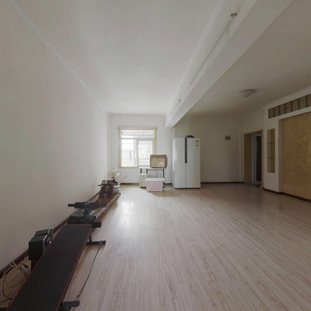 装修2房2厅,户型方正,中间楼层,价格低,拎包入住