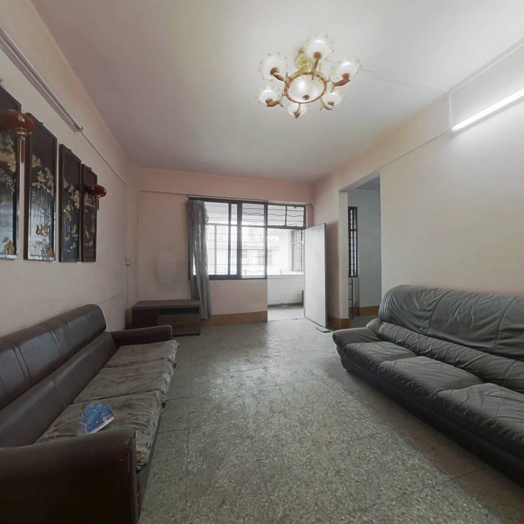 宽敞舒适三房,格局方正实用,通风采光好,小区管理