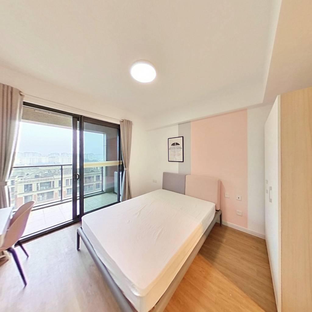 合租·绿地香缇 4室1厅 南卧室图