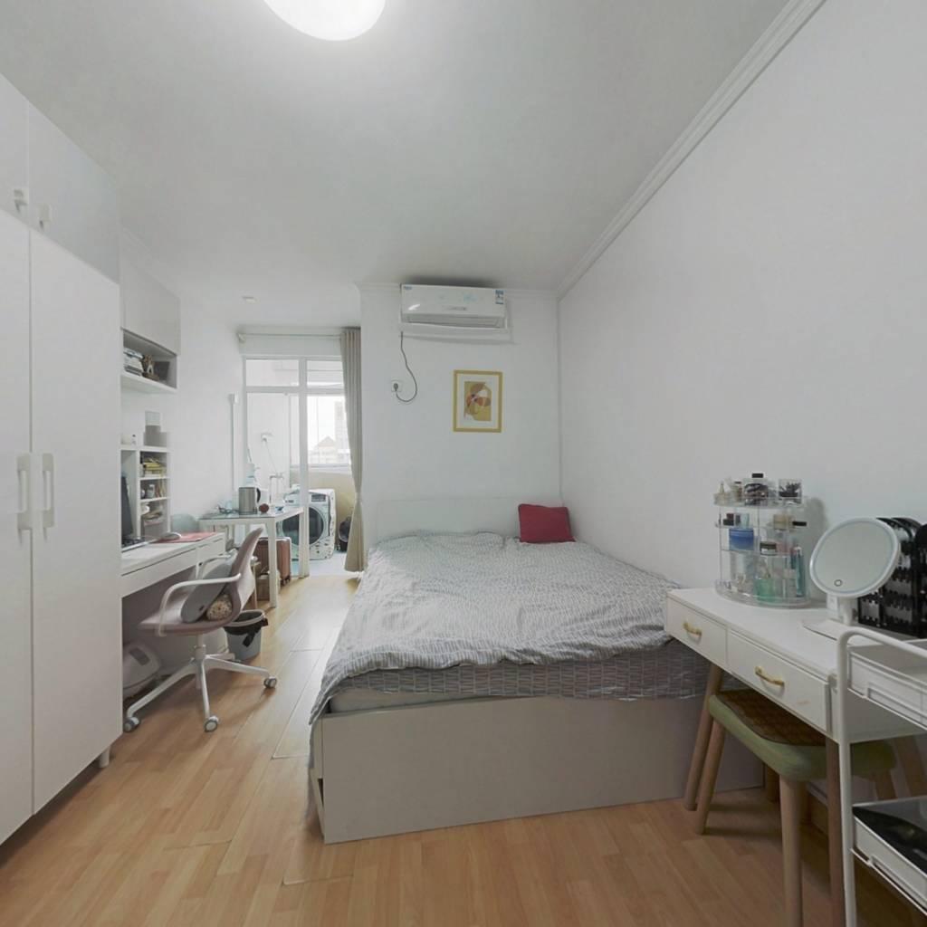 地铁口高活跃社区精装1房,保养好拎包入住业主诚售