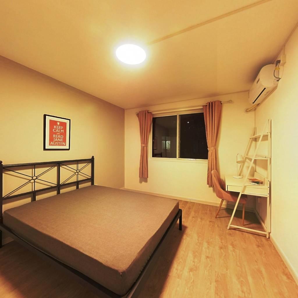 合租·华富小区 3室1厅 南卧室图