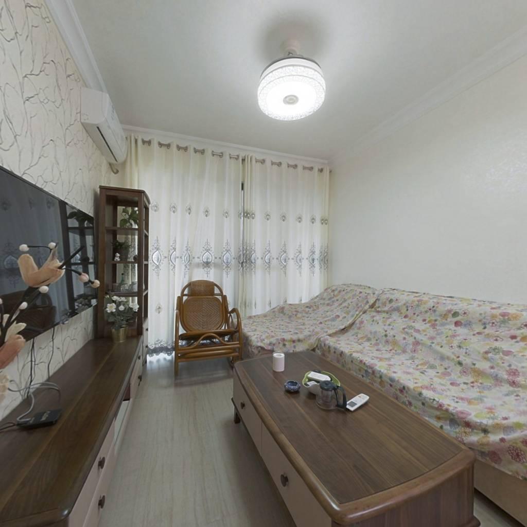 此房是全新商品房,高品质小区,户型方正,使用率高