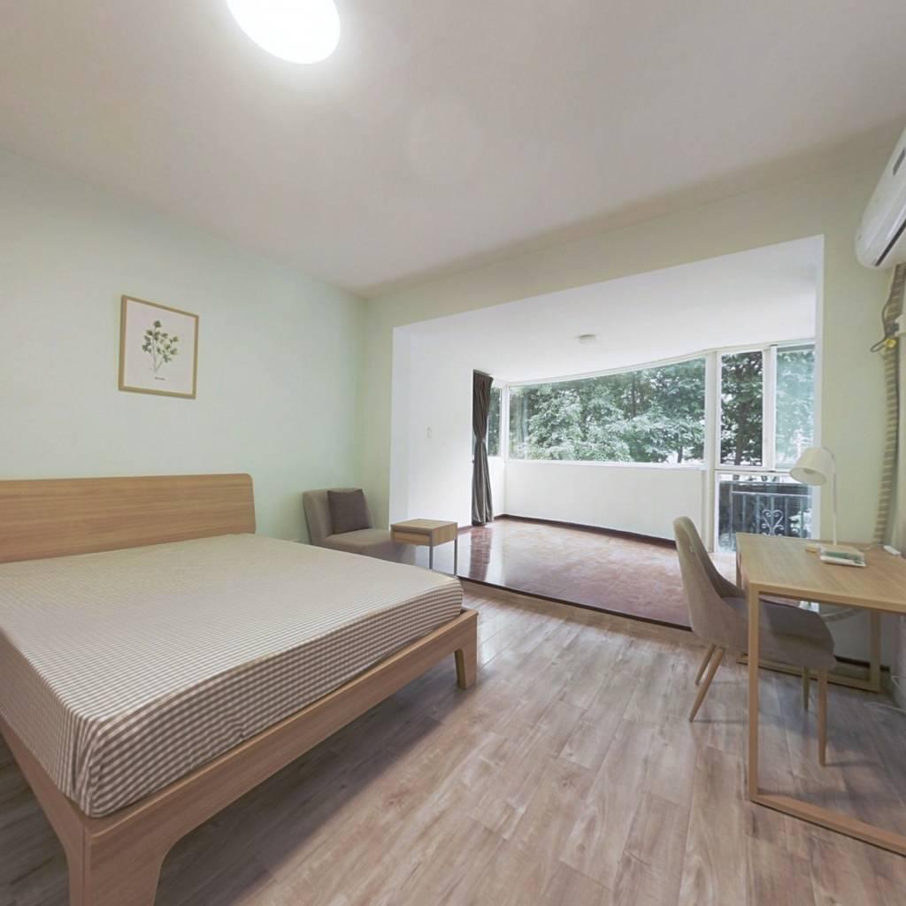 合租·黄金时代(永丰路) 4室1厅 西卧室图