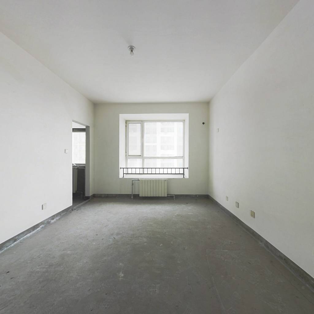 过渡一室,可随意装修,中间楼层采光好,可贷款