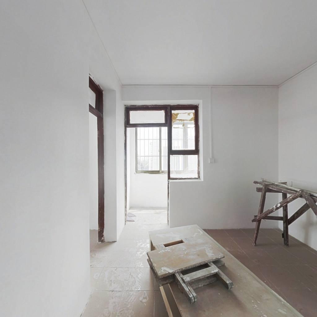 喷水池地铁口一室一厅带顶楼露台