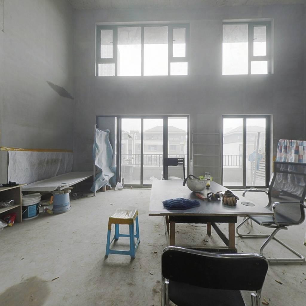 上叠  金地开发商   毛坯   5室  近公园   三小 四小