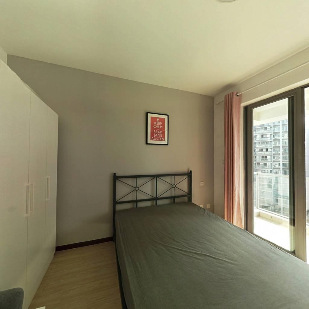 合租·时代晶科名苑 4室1厅 南卧室图