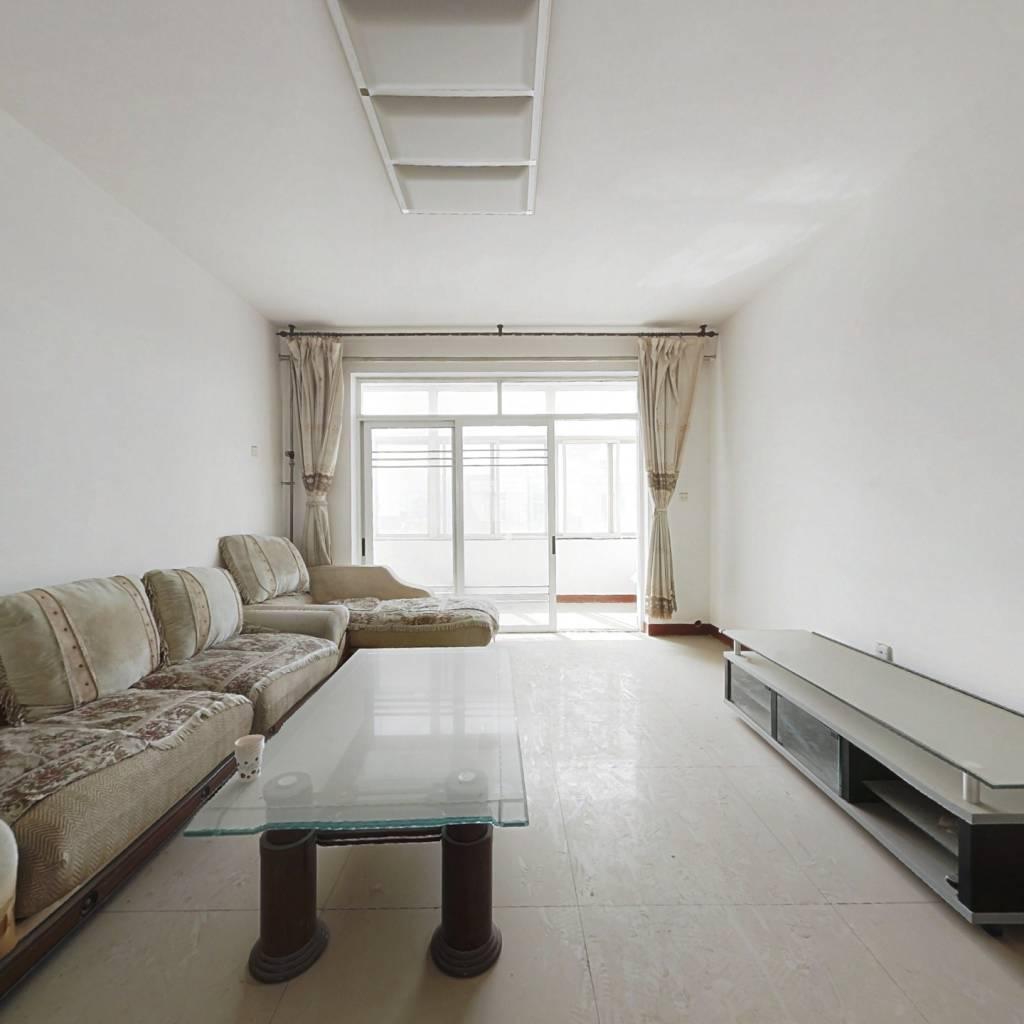 单价八千,168平米大三居,户型好,阳台大。
