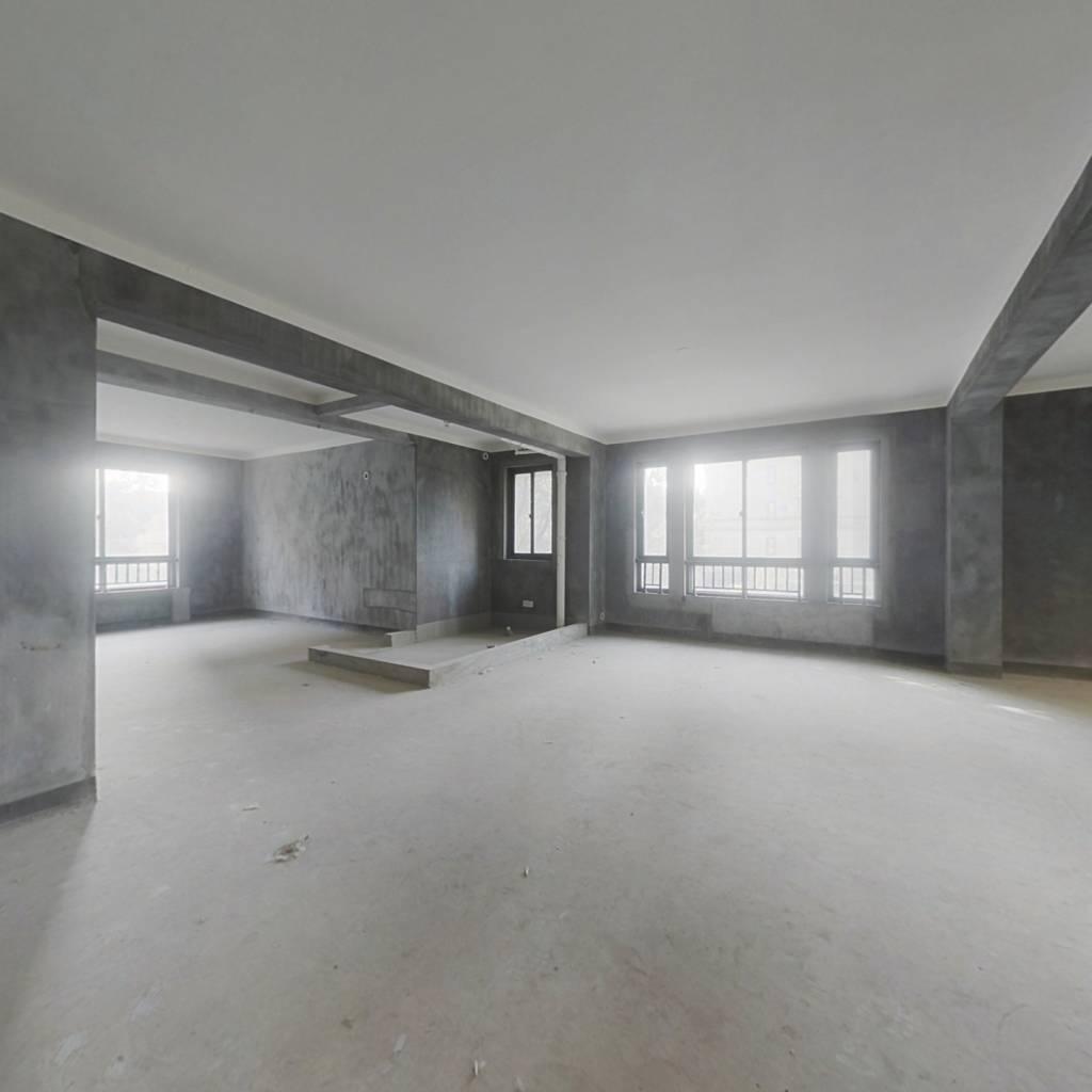 此房满2年 户型方正 南北、、通透 小区环境好
