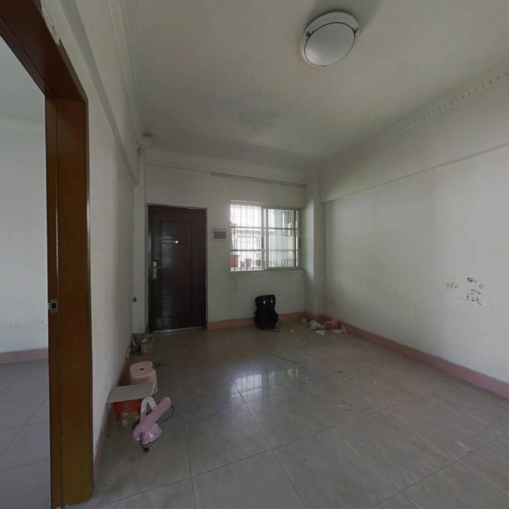 西苑小区 两房一厅 够两年 小区管理 楼下有幼儿园