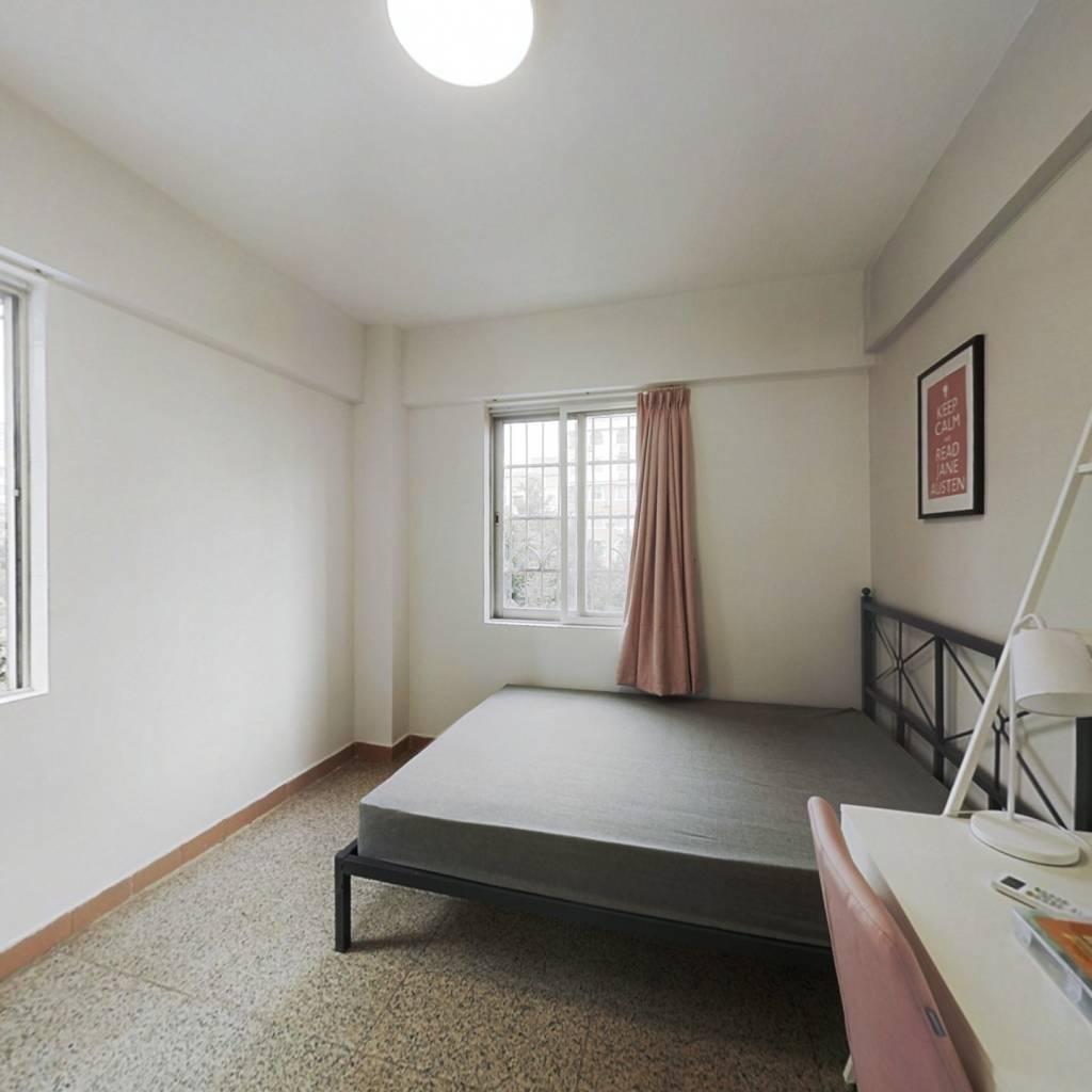 合租·桥东小区 3室1厅 东卧室图